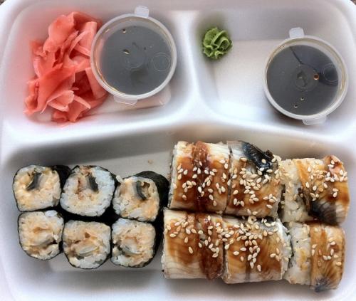 Ролл с мидиями, суши-бар Рис